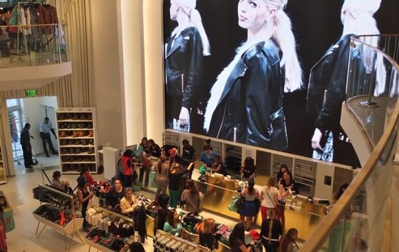 H&M Store, Lincoln Road, </br> South Beach, Miami