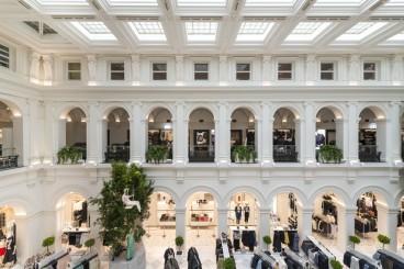 H&M Melbourne, Australia </br>